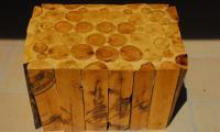 mesa-troncos-apilados.jpg